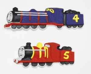 A long blue engine and tender with a number 4 on the side and a short red engine with a number 5 on the side.