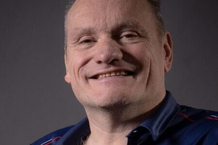 A head and shoulder shot of Rob Tarr smiling.